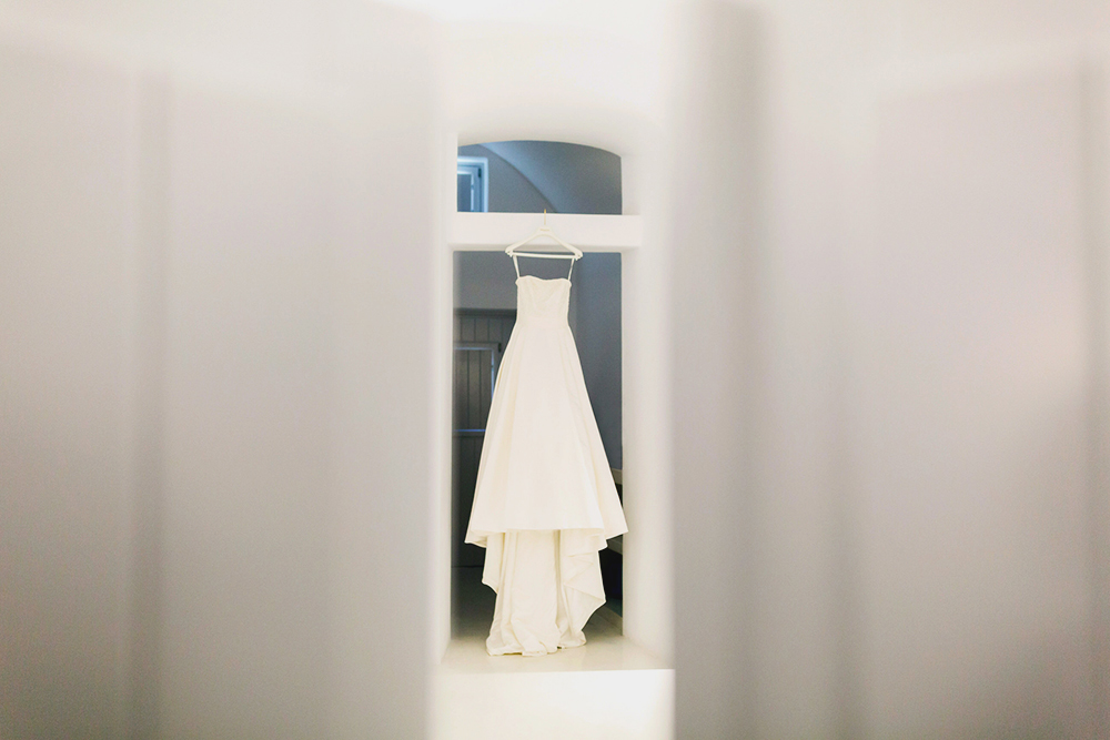 Santorini brides wedding dress